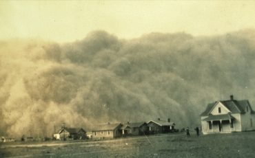 Dust-storm-approaching-Stratford-TX-04-18-1935